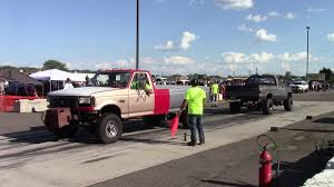 Old Ford Truck Vs Old Chevy Truck Tug Of War At Truck Warz 2015 ...