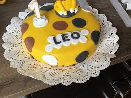 festliche torte mit vanillecreme und erdbeermousse