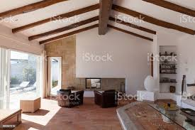 ausstattung wohnzimmer mit schönen holzbalken stockfoto und mehr bilder architektur