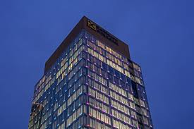Unitized Curtain Wall Manufacturers by Office Tower Integrates 1500 Linear Feet Of Led U0027s With Unitized