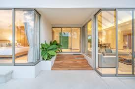 innen und außengestaltung der poolvilla mit wohn und