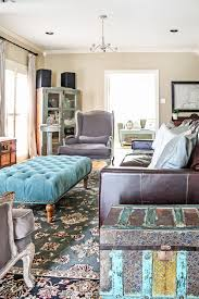 Exciting Rustic Chic Living Room Small Shabby Blue Patterned Rug Brown Leather Couch Bbeige Wall White Ceiling