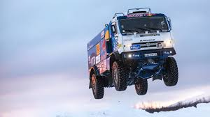 Russian Kamaz Truck Sends A Snow Jump - YouTube
