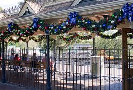 When Does Disneyland Remove Christmas Decorations by Photos It U0027s Beginning To Look A Lot Like Christmas At Disneyland