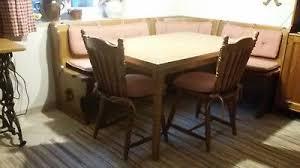 eckbank mit tisch und zwei stühlen rustikal landhausstil