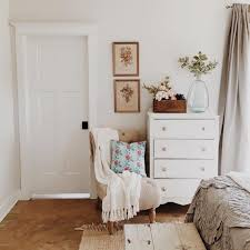 Ideas For Decorating A Bedroom Dresser by Best 25 White Dressers Ideas On Pinterest Dressers Bedroom