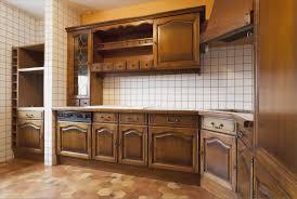 cuisine en bois peindre cuisine bois avec ranover une cuisine comment repeindre