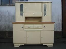 alter küchenschrank altes küchenbuffet schrank küche weiß
