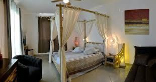 chambre baldaquin chambre avec lit baldaquin photo de charmes et saveurs créoles