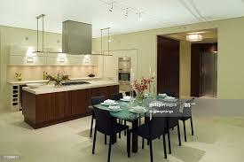moderne luxusküche und esszimmer stock foto getty images