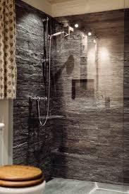 dusche mit valser quarzit streifen stein badezimmer