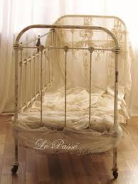 METAL BABY CRIB I HAVE PHOTOS OF MY HUSBAND AS AN infant in