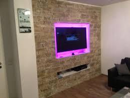 integrierte stein wohnwand aus verblendsteinen mit fernseh