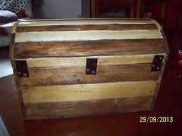DIY Small Pallet Chest