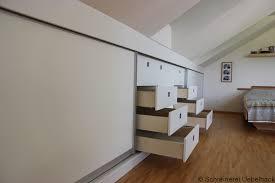 Schlafzimmer In Dachschrã Optimale Stauraumnutzung Und Großzügige Optik Unter Der