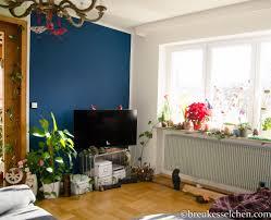 wand in petrolfarbe neuer anstrich im wohnzimmer