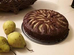 veganer schoko walnuss kuchen mit birne und dinkelmehl