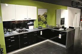 ip 4500 top moderne einbauküche weiss hochglanz kombiniert mit schwarz hochglanz inkl miele elektrogeräte inkl intergrierte waschmaschine