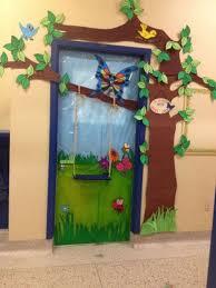 Kindergarten Winter Door Decorations by Best 25 Door Decorations Ideas On Pinterest Classroom