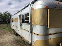 We Have Always Loved The Vintage Camper Look But Had Never Seen A Silver Streak Before So When First Laid Eyes On Tilleys Craigslist Ad