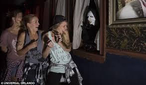 Halloween Theme Park Uk by Halloween Horror Nights Kicks Off At Universal Studios Florida