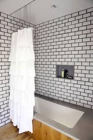 salle de bain carrelage mural blanc gros joints gris