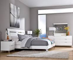 Bedroom Decorating Ideas With White Walls