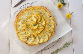 cuisiner la courgette jaune tarte aux courgettes jaunes et herbes de provence au fil du