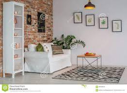 wohnzimmer mit backsteinmauer stockfoto bild