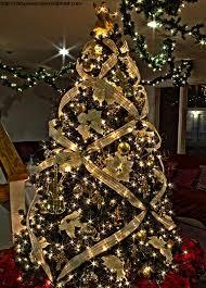 28 Creative Christmas Tree Decorating Ideas Martha Stewart Decor