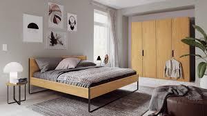 hülsta neo schlafzimmerkombination m in natureiche bestehend aus 4 trg kleiderschrank 1 bett und 2 rundkonsolen