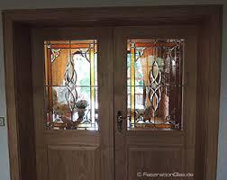 türen mit traditioneller bleiverglasung und echter glasmalerei