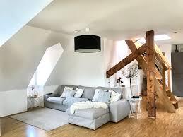schönes wohnzimmer in dachgeschoss wohnung wohnzimmer