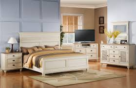 Raymour And Flanigan Coventry Dresser by Heritage King Poster Bed With Curved Headboard And Footboard By