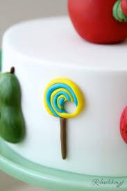 raupe nimmersatt mit torte cupcakes und cookies