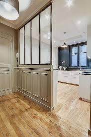 tv dans cuisine meuble tv chene massif blanchi pour decoration cuisine moderne
