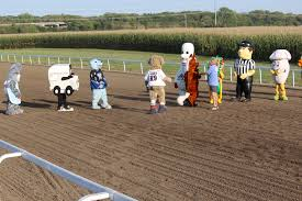 100 Two Men And A Truck Lincoln Ne Live Racing Race Course Live Horse Racing Simulcast