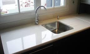 plan travail cuisine quartz plan travail quartz blanc choix du modle with plan travail quartz