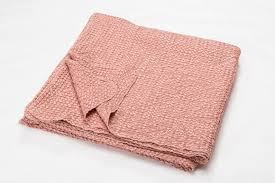 plaid pour canapé plaid et jeté de canapé une couverture pour se réchauffer
