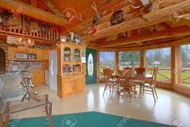 rustikales blockhaus auf dem reiterhof esszimmer und küche