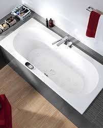 موظف سوبر ماركت رياضي kleines badezimmer mit badewanne