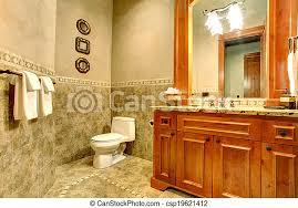 grünes und goldenes badezimmer grüne fliesenwand blick auf