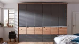 interliving schlafzimmer serie 1202 kleiderschrank mit passepartout havanna balkeneiche sechs türen