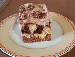 poke cake mit kirschpudding füllung