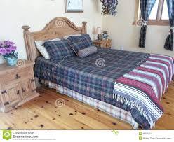 moderne schlafzimmer möbel festes holz bett böden stockbild