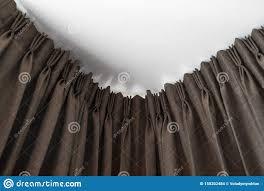 Schlafzimmer Vorhã Nge Braune Vorhänge Auf Einer Schienen Mit Weißer Decke Vorhang