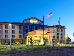 Holiday Inn Express & Suites Fresno Northwest Herndon Hotel by IHG