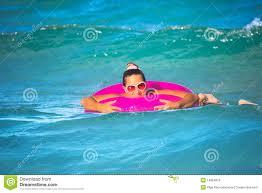 la chambre a air femme avec la chambre à air image stock image du bouée amusement