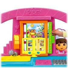 amazon com fisher price dora fiesta favorites kitchen toys games