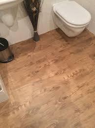 neuer fußboden fürs bad vinylplanken 5 m2